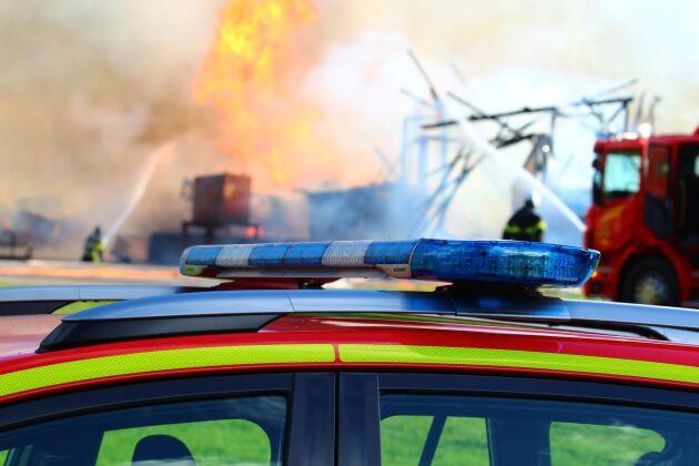 När räddningstjänsten kom till brandplatsen var ladugården utanför Vingåker redan övertänd, och man fick inrikta sig på att hejda spridningsrisken. (Arkivbild)