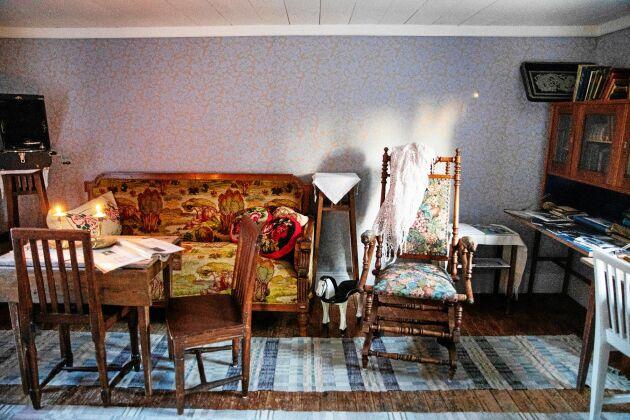 Tiden tycks ha stått still i stugans lilla kammare, som Dan Andersson för 100 år sen just hade börjat inreda när han avled.
