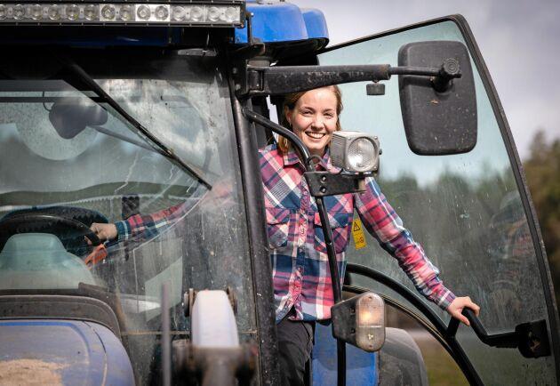 Lina Persson avbröt sina studier för att ta ansvar för gården.