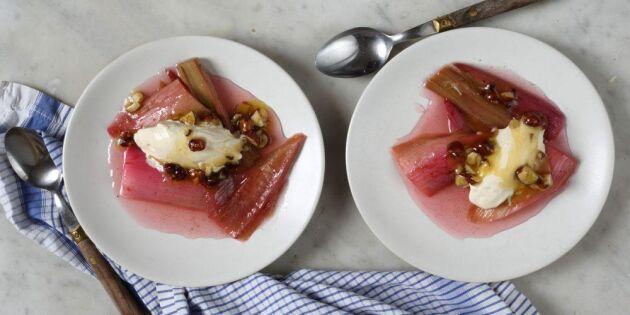 Ugnsbakad rabarber med salt nötkolasås – underbart gott