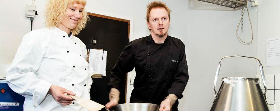 Patrik och Maria driver Sveriges minsta mejeri.