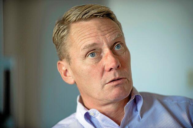 """Bo Rydlinger från Göteborg arbetade i bankvärlden i 20 år med företrädesvis riskanalyser. Sedan tre år är han ägare till Dahlbergs Slakteri i Brålanda. """"Mycket mer arbete än vad jag hade kunnat ana, men också roligare än vad jag trodde"""", säger han."""