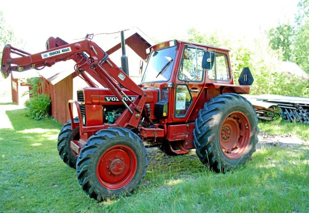 När Volvo beslutat att fasa ut sin traktortillverkning togs två prototyper om hand av en konstruktör. Där var de hemliga tills det kom fram i dagen att de fanns kvar.