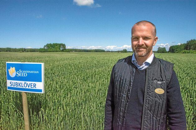 Demofältet som Ola Sixtensson på Scandinavian Seed visade under Slätte ekodag har som målsättning att med hjälp av understödjande grödor leverera 25 kilo extra kväve till nästa års huvudgröda.