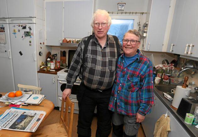 Nils med sin hustru Anna, som uppmuntrar hans maskinintresse.