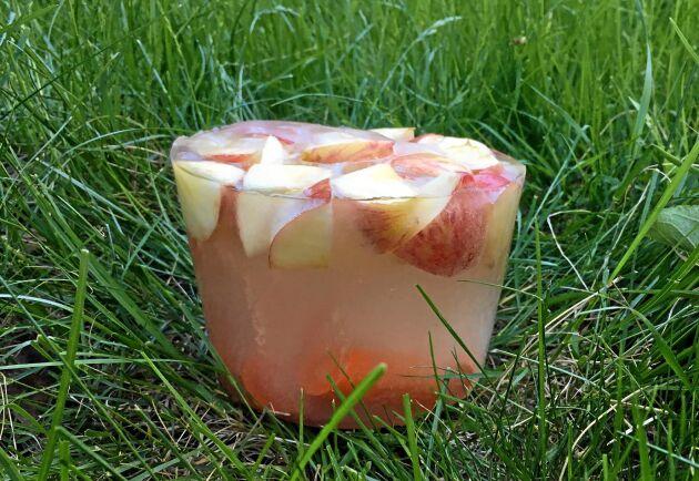Mums! Först är det äpple i isglassen, längre ner mot botten gömmer sig några morötter.