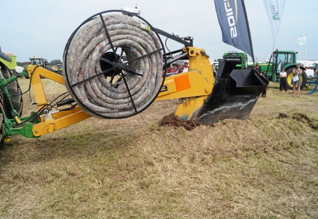 Traktorburen dikningsplog av fabrikatet Soil-Max visades av Catrinelunds gård.
