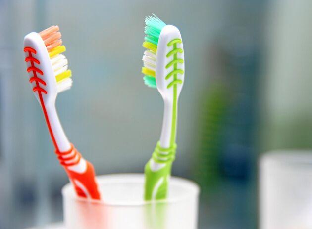 När tandborsthuvudet har börjat spreta har den i princip tappat sin funktion.
