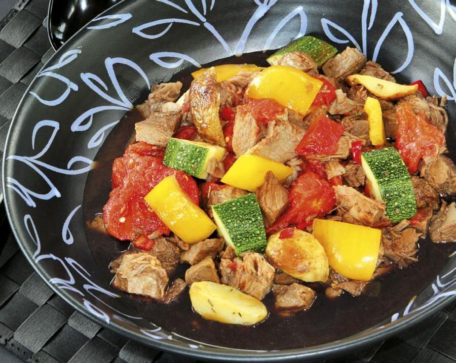 Gryta med älgkött, kryddad med lakritsrot.