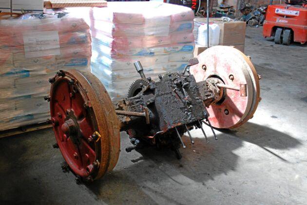 Tyngre detaljer som bakaxlar efterfrågas inte längre på samma sätt som när traktorerna gick hårt. Den här delen passar till en BM 470 Bison.