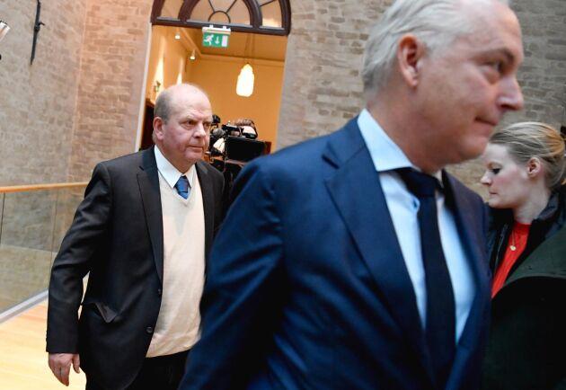 Före detta jordbruksminister Eskil Erlandsson och försvarsadvokat Johan Eriksson i tingsrätten i Stockholm.