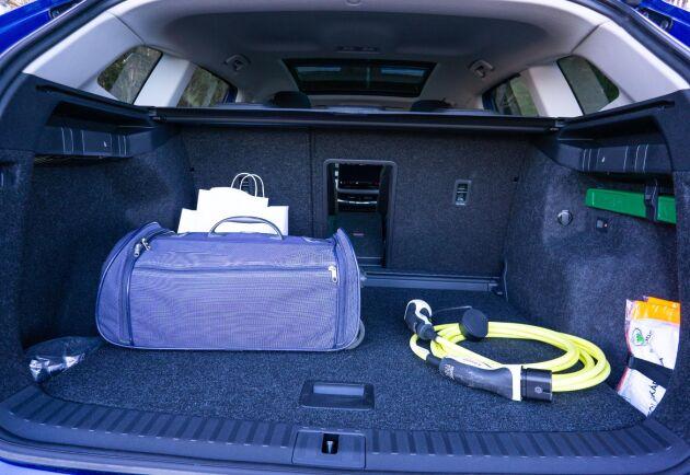 585 liter rymmer bagageutrymmet. Det går även att fälla baksätet och få ett plant lastgolv på totalt 1710 liter.