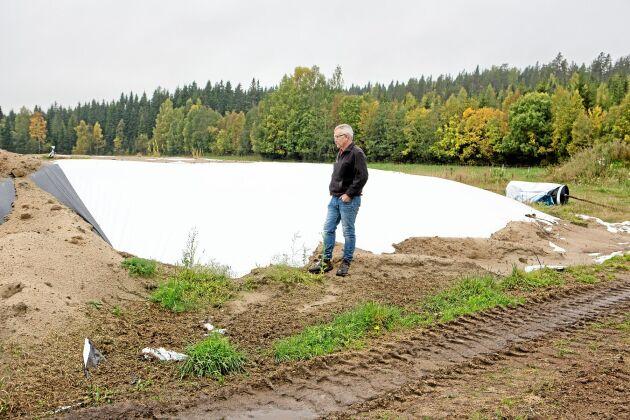 """""""Vi lantbrukare ska inte behöva ta ansvar för kronhjortarna. Det måste jaktvårdslagen göra"""", säger Jan-Erik Sundström."""