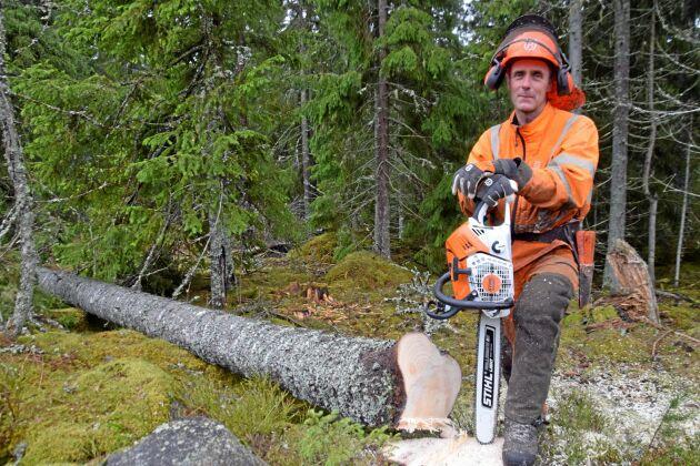 Joakim Isacsson konstaterar att den här sågen är den kraftfullaste såg han någonsin har kört med.