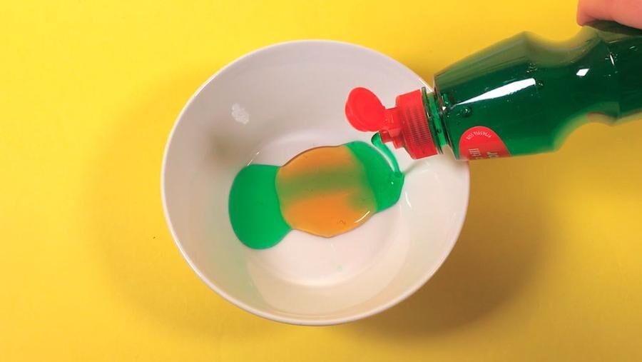 Gör egna såpbubblor av saker du har hemma.