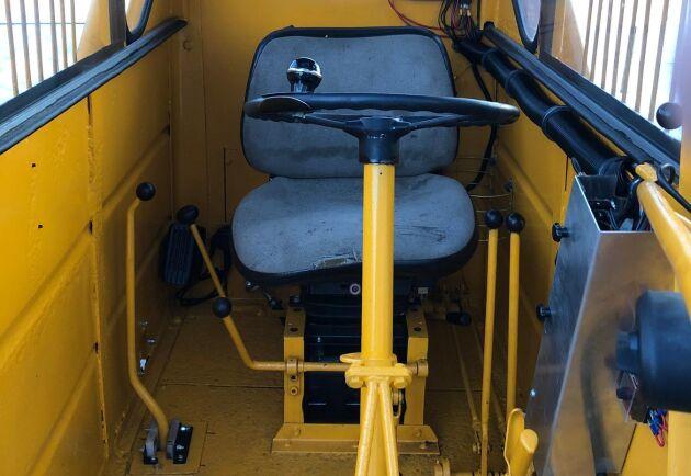 Efter. Jonny Holmgrens baklastare har fått ny stol, nytt värmepaket under den och en egendesignad instrumentpanel.