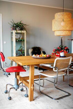 Köket i den gamla lärarbostaden är ombyggt, väggar har slagits ut för att ge ljus och rymd.