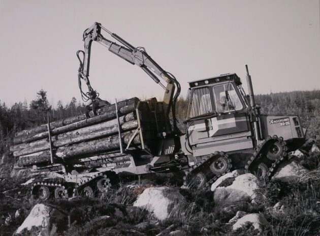 Kockums 83-35 Multi-Track från 1983. Grundmaskinen utan band, Kockums 85-35 var ursprungligen en maskin från Aktiv-Doroverken och hette då Aktiv Skotten 747. 1982 övertog Kockums Aktiv-Doroverken som var en del i koncernen Persson Invest. Foto: Lars Davner