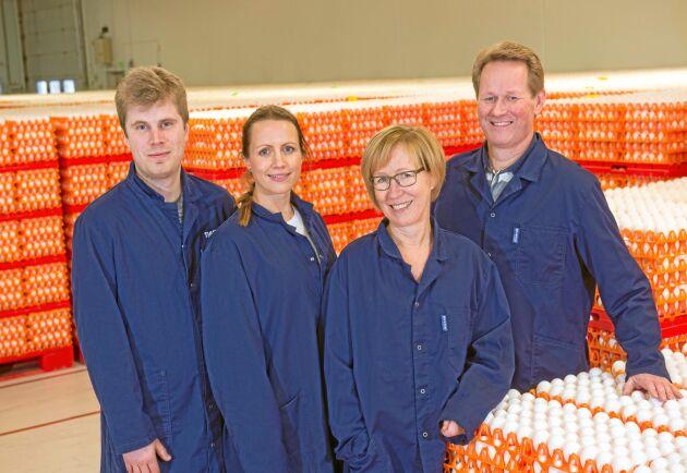 Från vänster: De nya delägarna Joacim Furuhammar och Emma Jidefur, tillsammans med syskonen Yvonne Rydberg och Agne Thuresson.