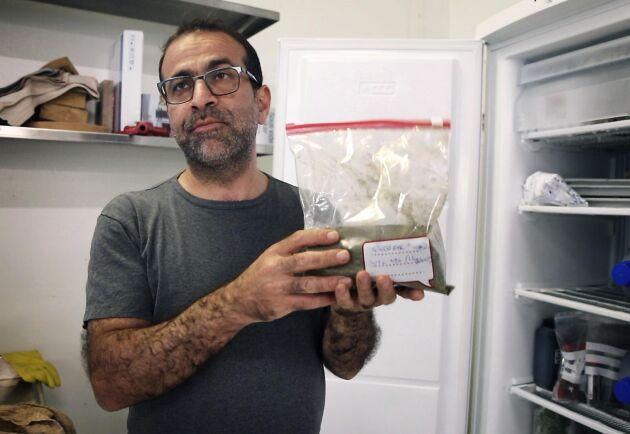 """""""Det här är vitt protein från grön råg som är frystorkat i pulverform"""", säger Ecevit Yilmaz."""