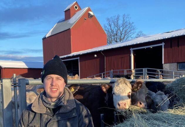 """Wilhelm Aschan på Ullälva gård står bakom det ekologiska maltkornet som använts i ölet. """"Jag tror det är mer intressant för kunderna, att man lägger till en dimension på råvaran"""", säger han."""