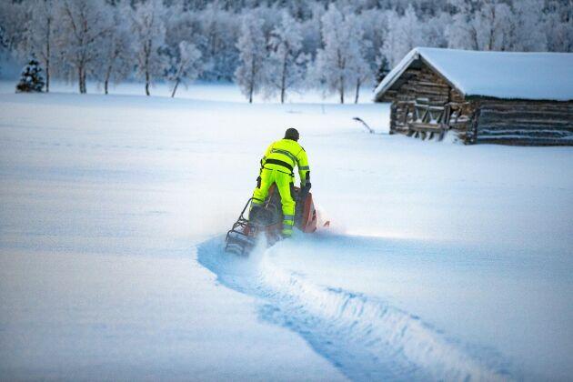Att köra en Ockelbo är kul, tycker David. Då bara är 14 år får han bara prova sina snöskotrar hemma på inhägnat området ännu.