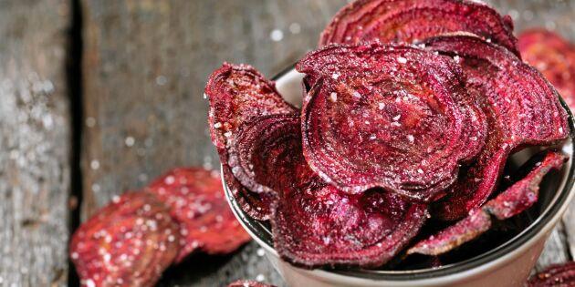 Knapriga ugnsbakade rödbetschips – ett nyttigare snacks