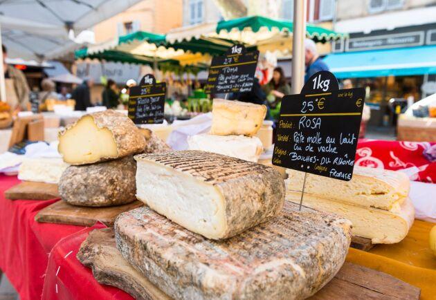 Ost på en marknad i Aix-en-Provence i södra Frankrike.