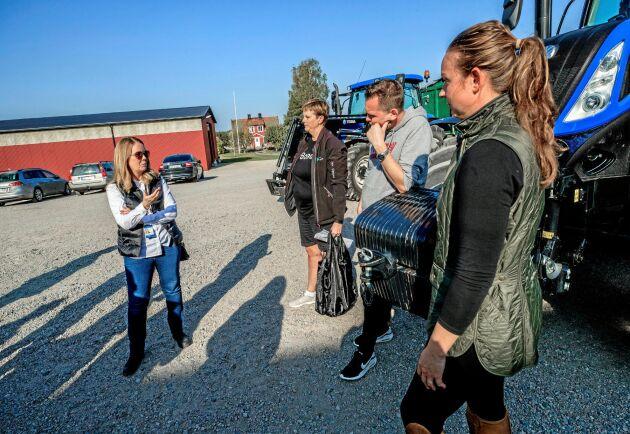 LRF Ungdomen mötte i höstas landsbygdsminister Jennie Nilsson (S) hemma hos lantbrukaren Andreas Eriksson. Med på bilden är också Cassandra Thelldahl Bjelkelöv och Tina Rudolphson, LRF Mälardalen.