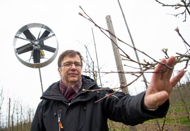 Ekoodlare. Anders Ebelin som säljer fläkten har egen ekologisk äppelodling utanför Kågeröd i Skåne.