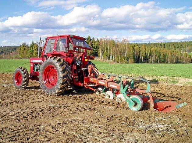 Traktorn har fyrhjulsdrift på det höga växelregistret men Odd Hermann menar att det inte är något problem då traktorn är stark nog att klara det ändå.