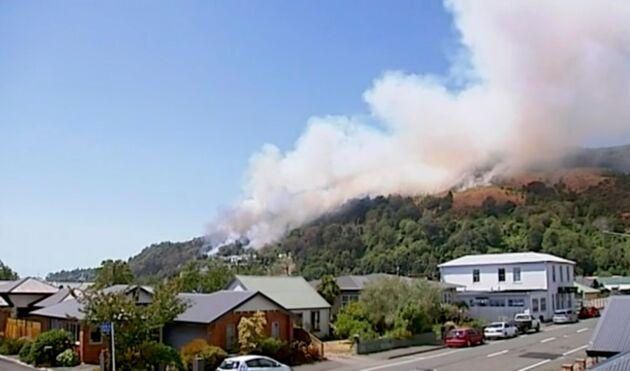 Bränderna i Nya Zeeland förutspås ta flera veckor att släcka. Bild från Wakefield i fredags.