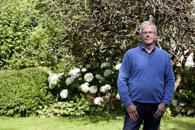 Claes-Göran Claesson, ordförande för Hushållningssällskapet Sjuhärad och tidigare rektor för Segerstad naturbruksgymnasium, är starkt kritisk till den centralstyrning som präglar naturbruksskolorna i Västra Götaland.