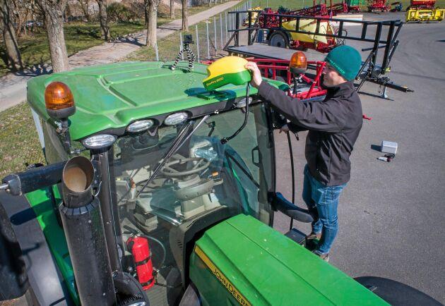 Ögonblick. Det tar inte mera än ett litet obevakat ögonblick för en tjuv att plocka av GPS:en på den här traktorn. Men det finns sätt att skydda sig.