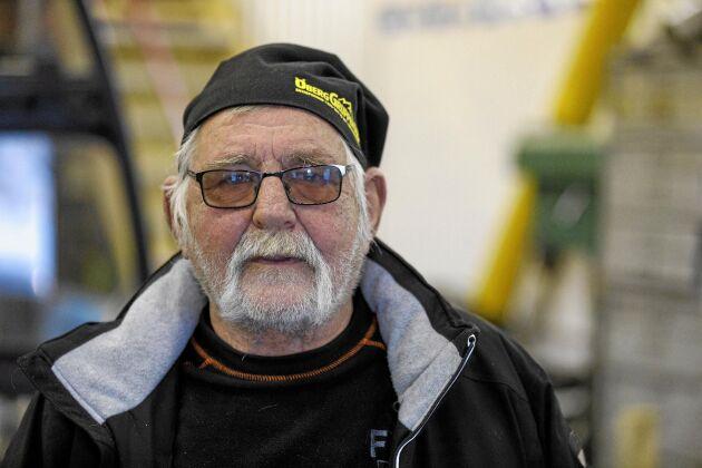 När Sven-Olof Råberg skulle pensionera sig visste han vem som skulle ta över. Men han hjälper Emil med körningen då och då.