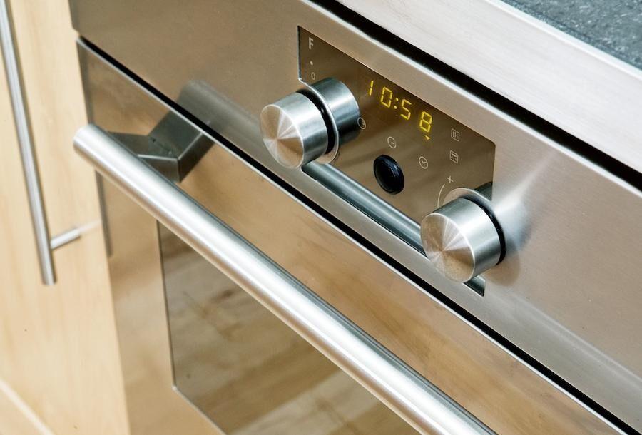 Varje gång ugnsluckan öppnas sänks ugnstemperaturen mellan 35 och 50 grader.