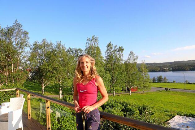 """Karin Bångman, en av """"motorerna"""" i Projekt Kaxås, som själv flyttade hit för tio år sedan och stortrivs."""