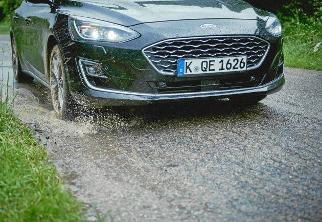 Den nya modellen av Ford Focus är särskilt bra på landsbygden eftersom den klarar risiga vägar.