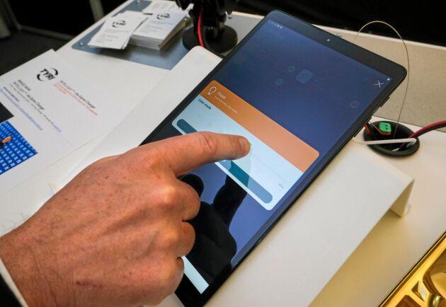 Fjärrstyrt. Via app, fordonsdator eller fjärrkontroll kan Tyris nya lampor justeras på olika sätt.