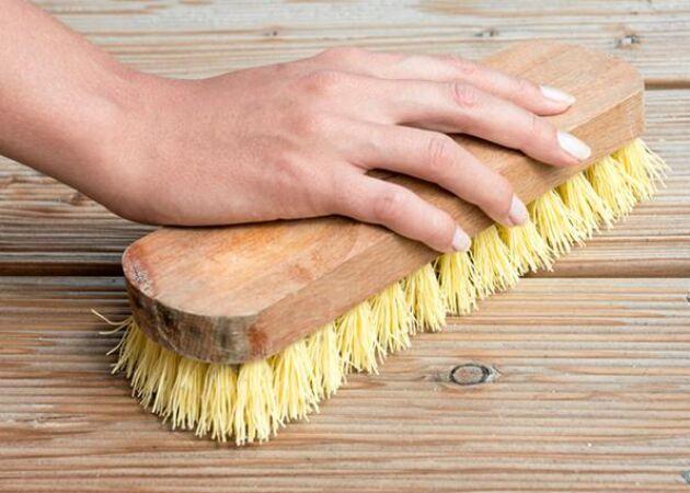 Gör en naturlig skurbomb – effektiv fläckborttagning för smutsiga golv