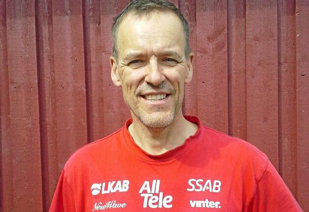 I dag är Roger Björklund tjänstledig från jobbet på Scania för att uteslutande ägna sig åt jord- och skogsbruk.