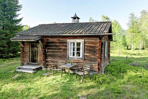 Stugan ligger vid Forsbodarna fäbod som har 400-åriga anor.