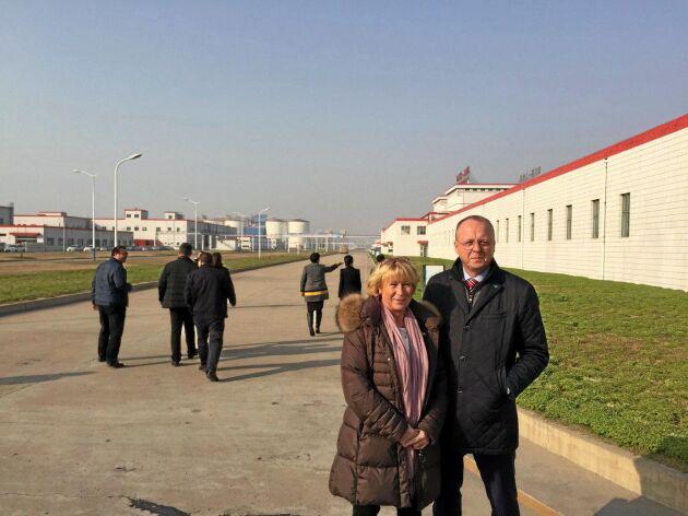 """""""Tillsammans med Margareta Åberg, grisansvarig på LRF. Vi är i Kina november 2017 för att få igång svensk grisexport till Kina men det har gått i stå och det beror inte på oss""""."""