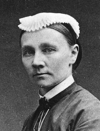 Emmy Rappe gick från försagd adelsfröken till proffsig sjuksyrra som satte läkarna på plats.
