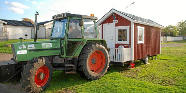 De semestrar med traktor – och en röd stuga på hjul