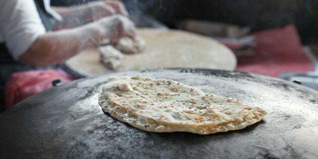 Så bakar du det samiska tunnbrödet gáhkku – direkt i pannan