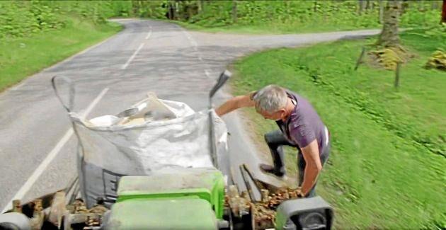 I ett tv-program hoppade Henrik Schyffert upp på stengrepen medan lastmaskinen kördes.
