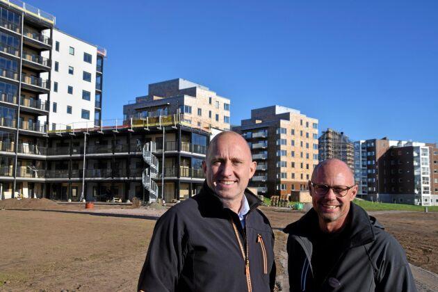 Betongstaden blir trästad. Leif Walterum, före detta kommunalråd i Skövde, och David Larsson, Jättadalen, är nöjda med resultatet