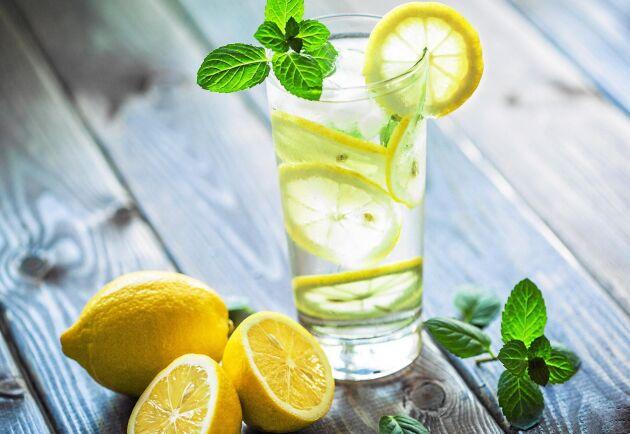 Drick ett glas citronvatten, din kropp kommer älska dig!