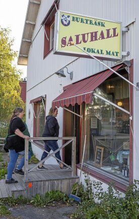 Burträsk Saluhall är en butik mitt i Burträsk som drivs av ett kooperativ som säljer lokalt producerad mat. Flera av lantbrukarna som nyttjar det nya slakteriet vidareförädlar köttet och säljer bland annat i denna butik.
